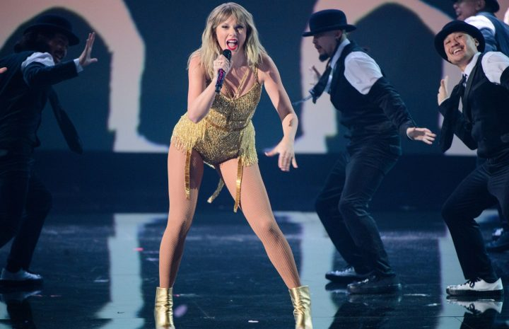 Long-Legged Songstress Taylor Swift Looks Sexy as Fuck on Stage