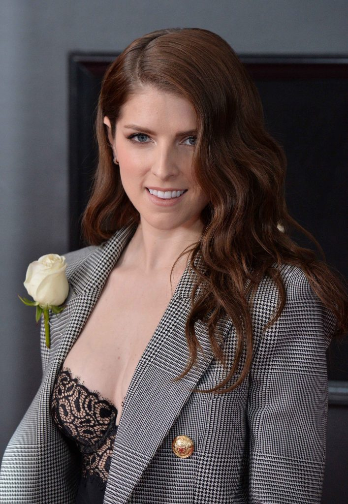 Adorable Actress Anna Kendrick Showing Her Cleavage in ...