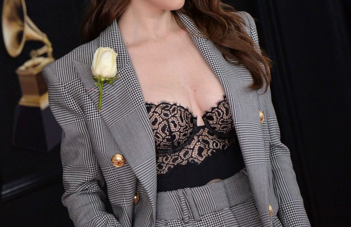 Adorable Actress Anna Kendrick Showing Her Cleavage in Sexy Attire