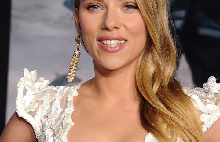 Stacked Seductress Scarlett Johansson Shows Her Awesome Rack