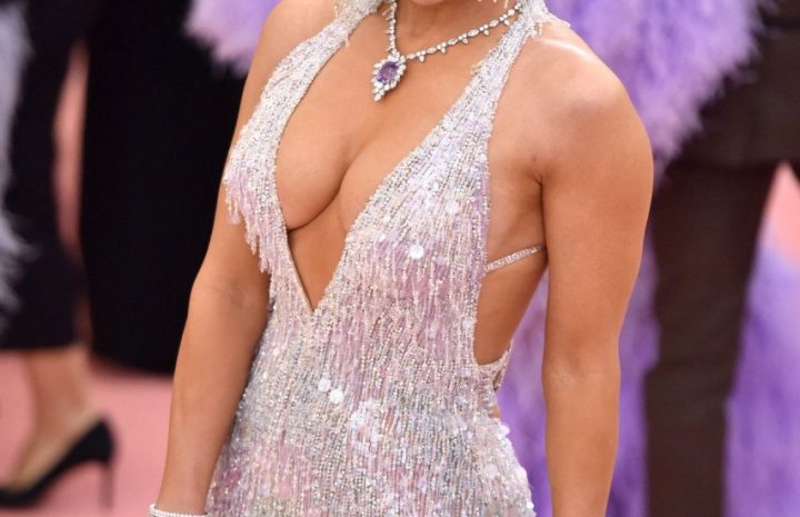 Voluptuous MILF Jennifer Lopez Showing Her Curves in an Eye-Catching Dress