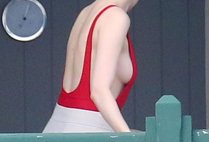 Pasty Beauty Emma Stone Showing Her Sideboob on Vacation