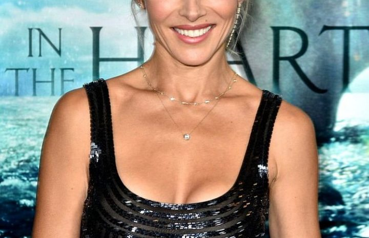 Giddy Elsa Pataky Flashing Her Thong at Her Hubby's Movie Premiere