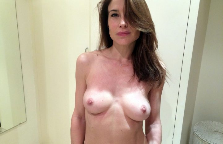 Timeless MILF Claire Forlani Showing Her Wonderful Boobies in HQ