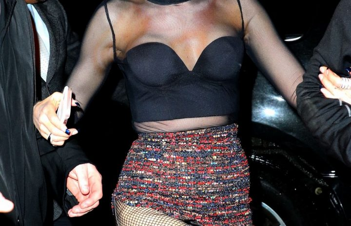 Smoldering Singer Gwen Stefani Shows Her Cleavage and Ass in the Dark