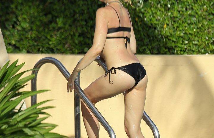 Gwen Stefani Bikini Pictures from the Beach (Her Booty is the Best)