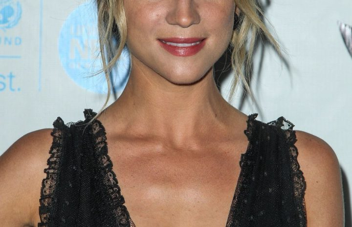 Blue-Eyed Actress Brittany Snow Demonstrates Her Enviable Cleavage in HQ