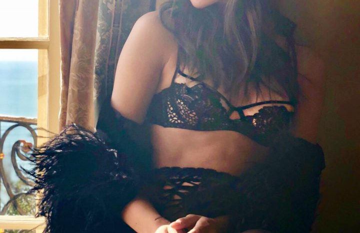 Slutty Hailee Steinfeld Pictures, Including Raunchy Bikini Pictures and Lingerie Shots