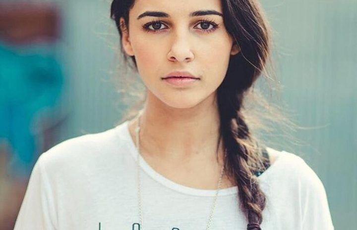 Sexy Naomi Scott Gallery with Lots of Cleavage Shots and Thirst Trap Content