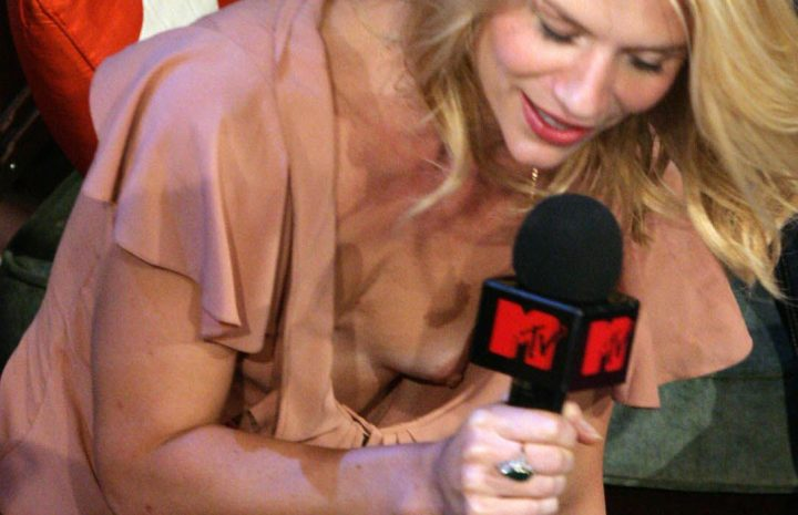 Stunning Claire Danes Accidentally Flashing Her Beautiful Nipple