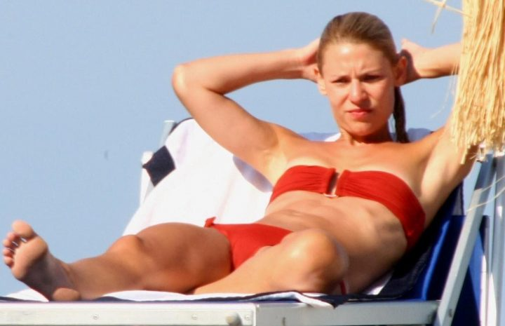 Bikini-Wearing Claire Danes Reads a Book and Looks Really Hot Too