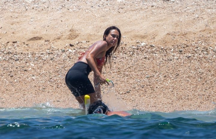 Jessica Alba Bikini Pictures Focusing on Her Perfect Physique and Pretty Face