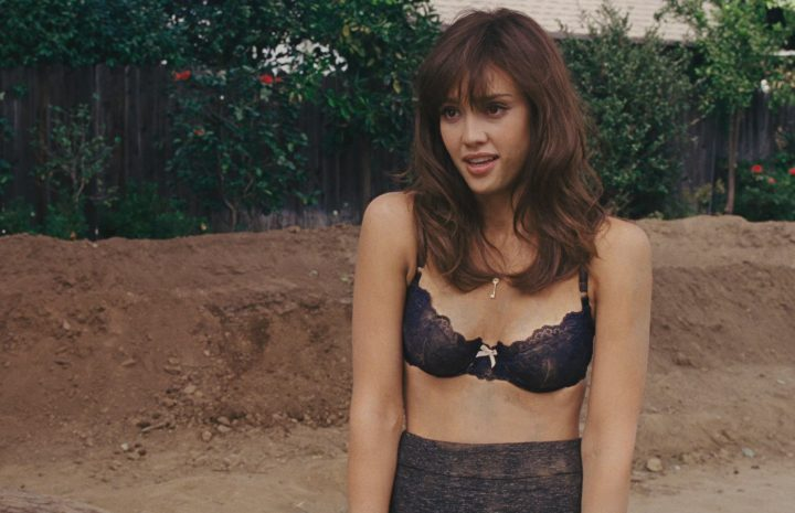 Seductive Babe Jessica Alba Displaying Her Cleavage in a Very Hot Gallery