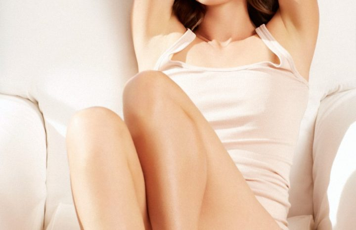 Lascivious Brunette Cobie Smulders Shows Her Sexy Back and Long Legs As Well