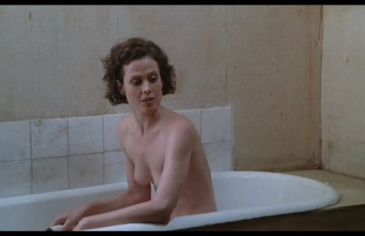 Topless Sigourney Weaver Showing Her All-Natural Boobies on the Screen