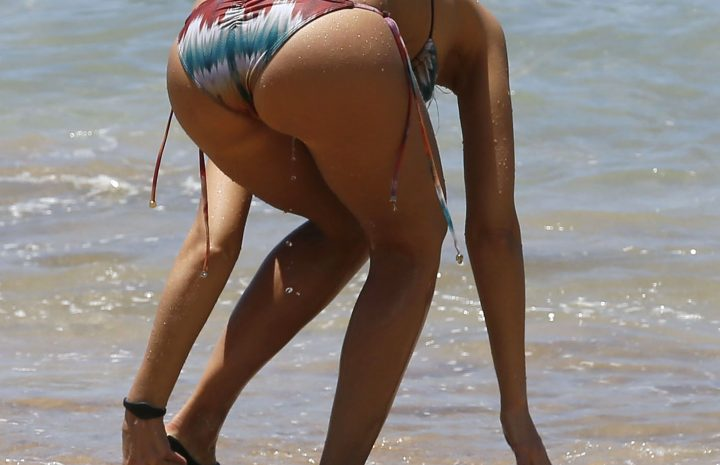 Brazen Babe Jessica Alba Shows Her Flawless Physique in a Tiny Swimsuit